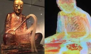 múmiát rejtő Buddha-szobor