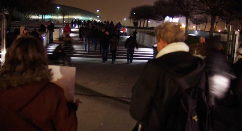 Az Ákos és Kövér László kijelentései ellen a Budapest Aréna kapujának bejáratánál - a szerző fotója