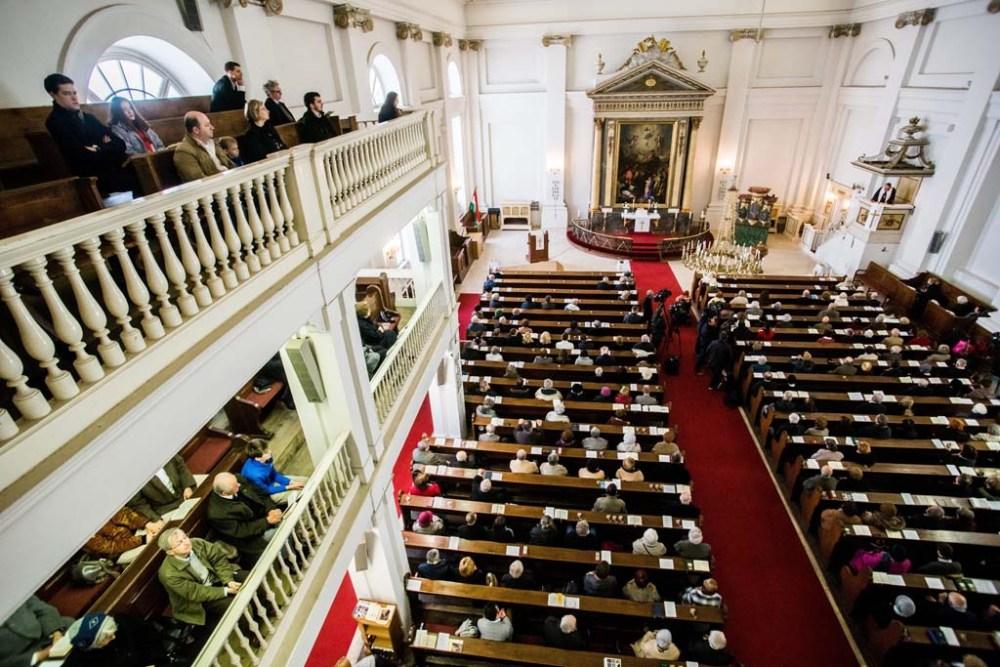 Budapest, 2016. március 27. A húsvétvasárnapi ünnepi istentisztelet résztvevõi a Deák téri evangélikus templomban 2016. március 27-én. MTI Fotó: Balogh Zoltán