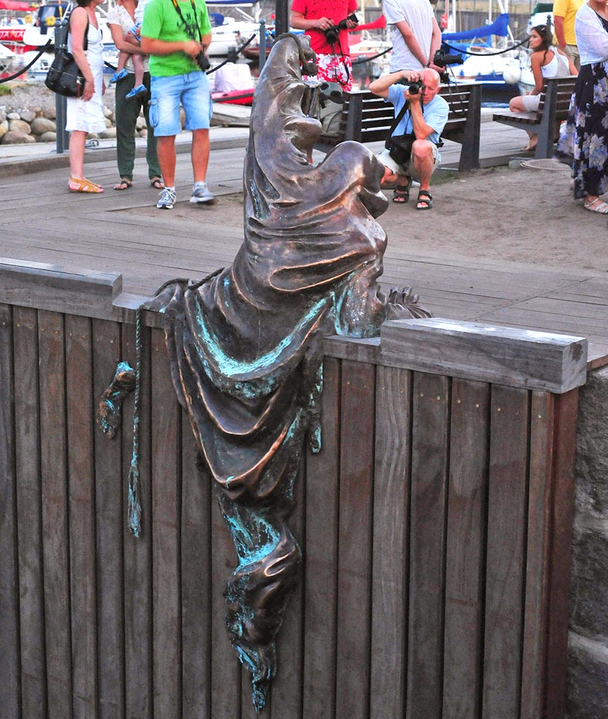 25-Of-The-Most-Creative-Sculptures-And-Statues-From-Around-The-World-6
