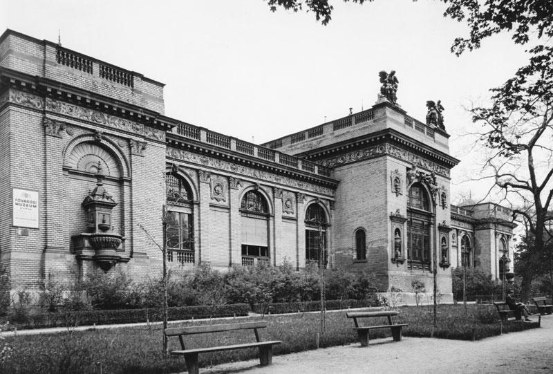 SOMLAI TIBOR / FORTEPAN / 1940.MAGYARORSZÁG BUDAPEST XIV. VÁROSLIGET Olof Palme sétány (Stefánia út), Magyar Alkotóművészek Háza. Az 1885-ös Országos Általános Kiállításra Műcsarnoknak épült.