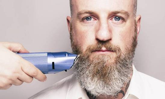 Bearded-Man-Hair-Clippers-009