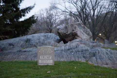 donald trump gravestone