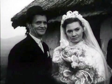 Görbe János és Bara Margit a Ház a sziklák alatt című filmben. Forrás: Wikipédia.