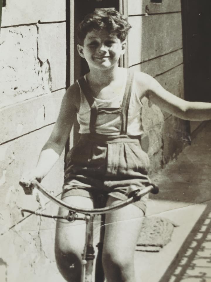 Amikor még csak biciklit vezetett (Budapest, Rákóczi út)
