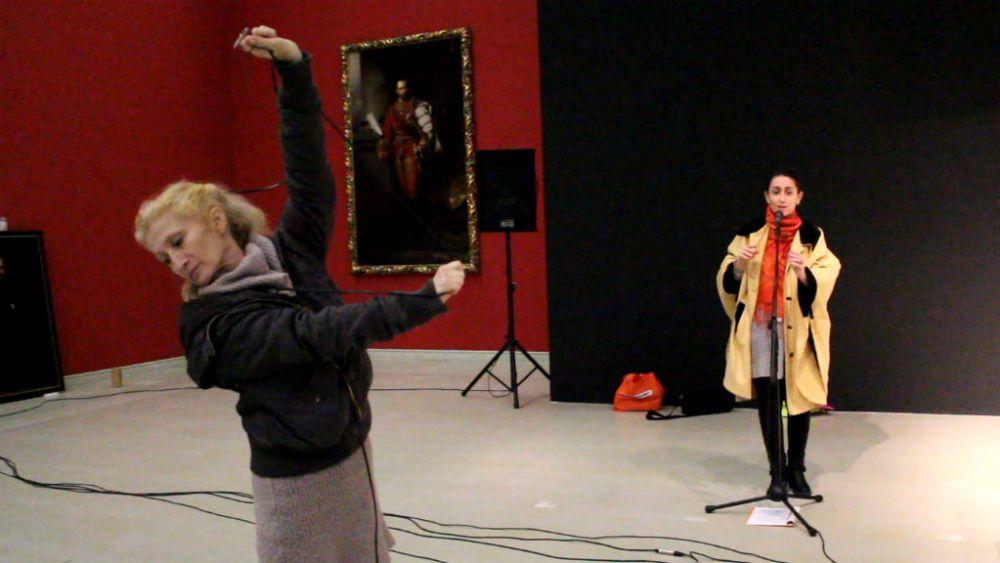 Lőrinc Katalin és Carmen Vasile a Mérgezett almák próbáján a Műcsarnokban, fotó: Philipp Helga
