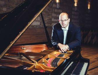 Döbbenetes, hogyan játszotta Debussy a saját darabjait – interjú Báll Dávid zongoraművésszel
