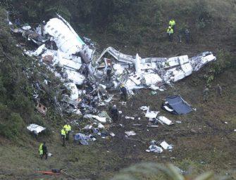 A lezuhant repülőgép roncsai között találtak egy élő kisgyereket