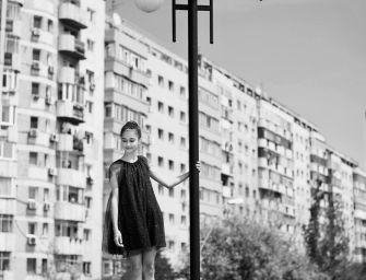 Látod, itt levitál a lány Bukarest fölött!