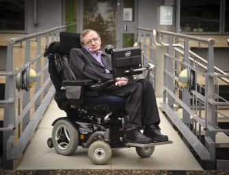Stephen Hawking: Az emberiség egyetlen reménye, ha elhagyja a Földet