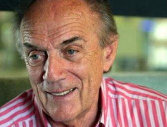 A szinkronszakma életműdíját kapta Brinkmann professzor magyar hangja
