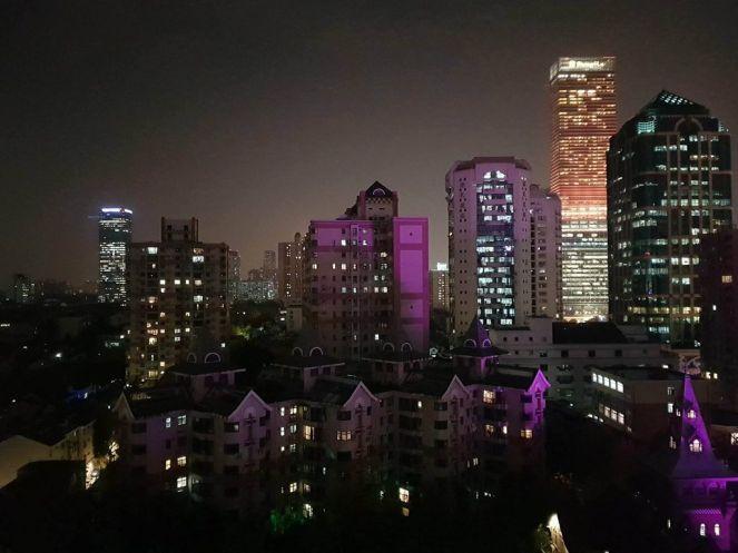 Kilátás Shanghaira a szállodai szobankból