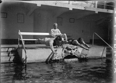André Kertész Fejesugrók 1917