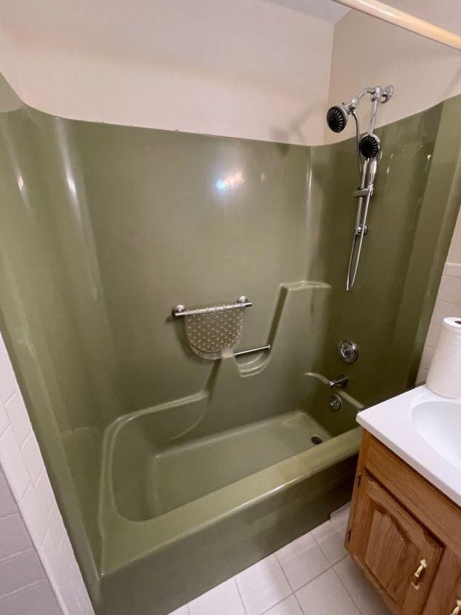 bathroom bathtub re-glazing-BEFORE