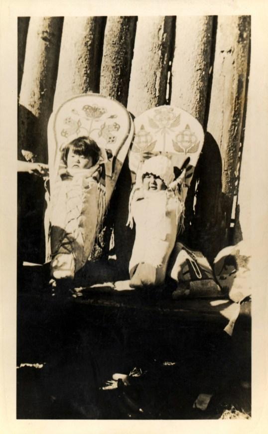 Two_babies_in_cradleboards_tekash