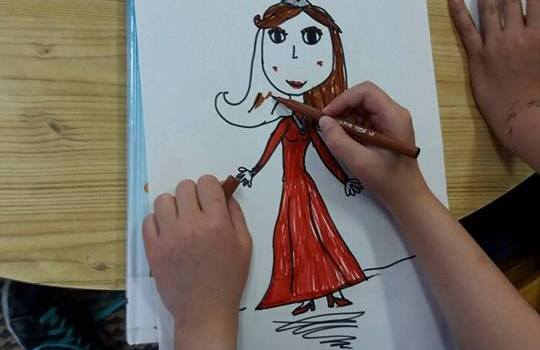 Από τη δράση «Μάνα, Μητέρα, Μαμά: η βασίλισσα της καρδιάς μας» που πραγματοποιήθηκε στις Παιδικές μας Βιβλιοθήκες