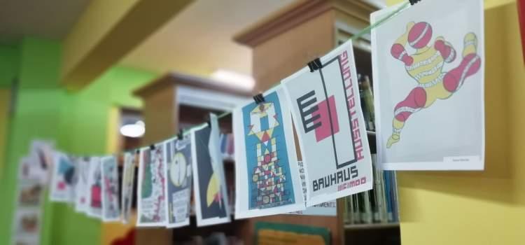 «Στη Βιβλιοθήκη κάθε μήνα… έχουμε θέμα» 100 χρόνια από την ίδρυση του Bauhaus: Φτιάχνουμε μια αφίσα για το πρόγραμμα της Βιβλιοθήκης.