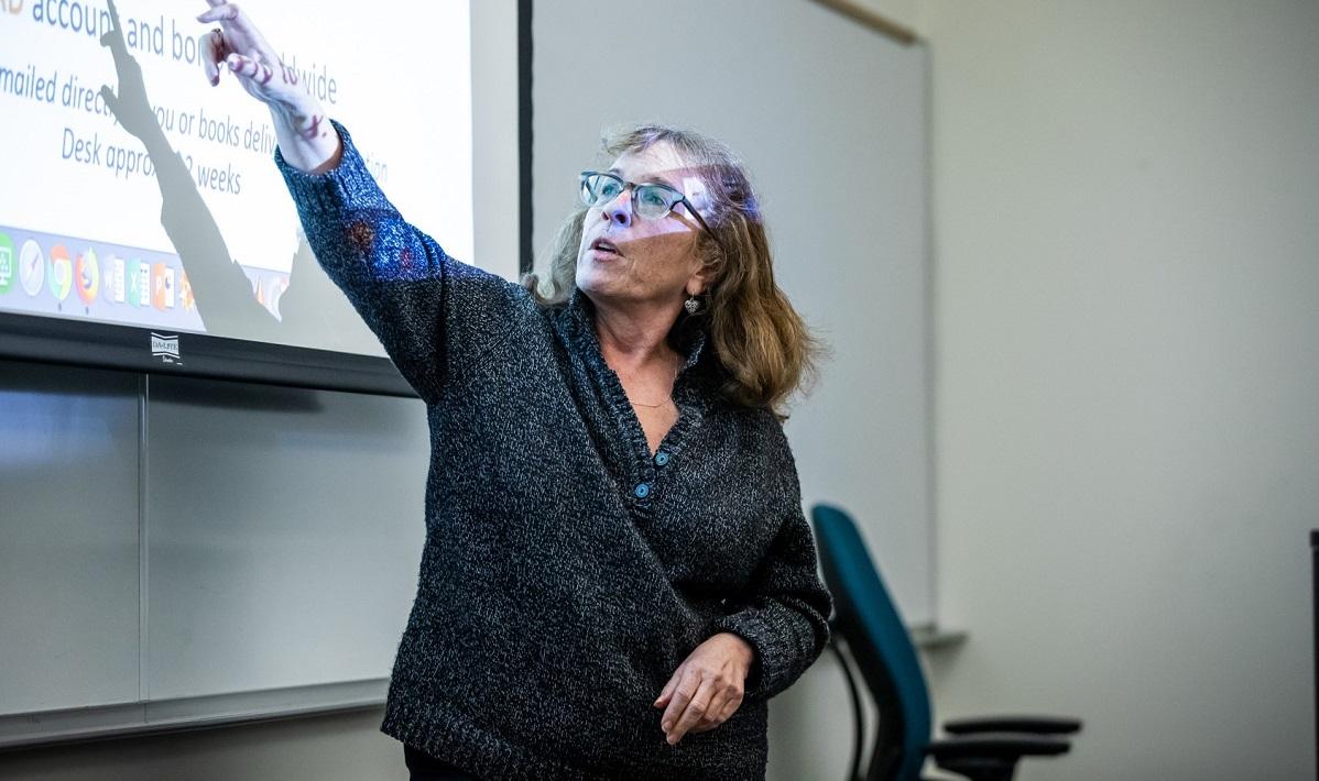 Librarian Rhonda Rosen teaching