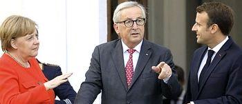 Juncker tra Merkel e Macron