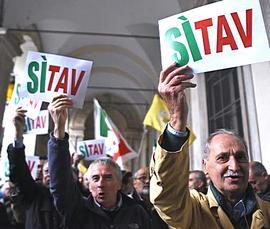 Attempati supporter Sì Tav a Torino
