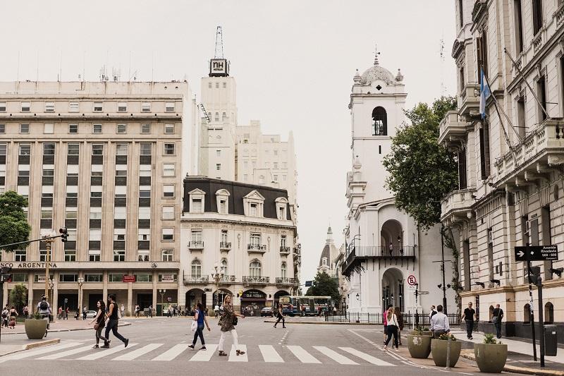 Cómo dejar de ser residente fiscal en Argentina y trasladar la residencia a Uruguay