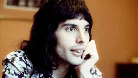 Freddie Mercury rebosaba carisma, una vida en 10 líneas