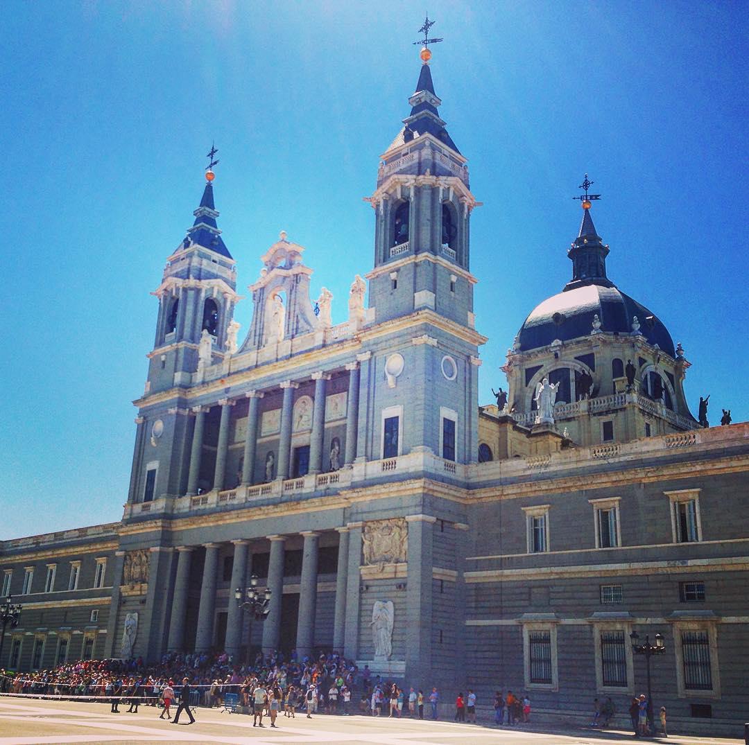 Madrid, Royaume d'Espagne. Cathédrale de la Almudena.