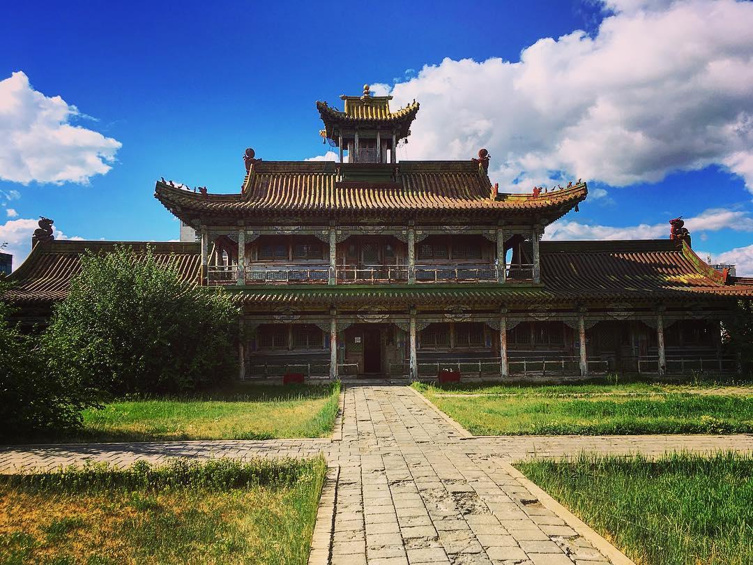 L'un des pavillons du palais d'hiver du Bogd Khan, sur les contreforts de la montagne sacrée qui porte son nom, au sud d'Oulan-Bator, Mongolie.