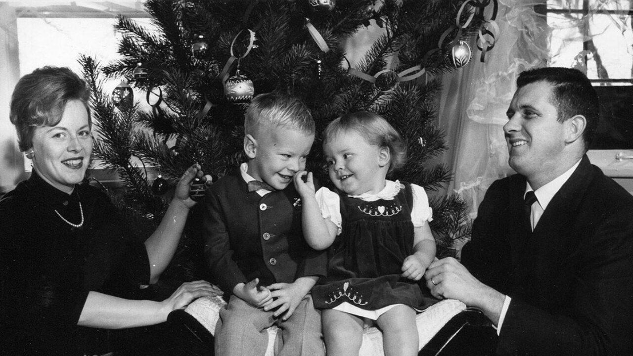 Auguri di buon natale con il cuore e che la gioia dell'avvento porti pace ed amore a te e ai tuoi cari. Natale In Famiglia Frasi Per Celebrare La Festa Simbolo Della Famiglia