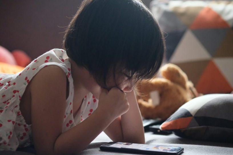 children-reading-Dang-Quoc-Ahn