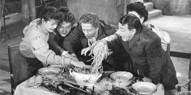 Miseria e nobiltà (1954) di Mario Mattoli