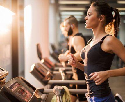 Practicar ejercicio físico y deporte