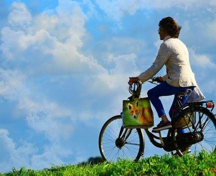 Los beneficios de montar en bicicleta y de correr.