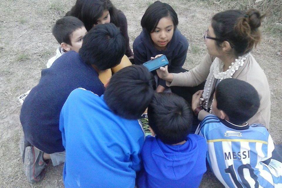 Karen Mella: de las flores de Baudelaire a las historias de los barrios de Neuquén