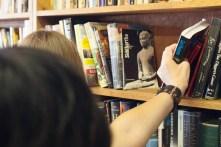 Member-supporter selecting the perfect book premium thank you gift - Libros Schmibros Aniversario 2013