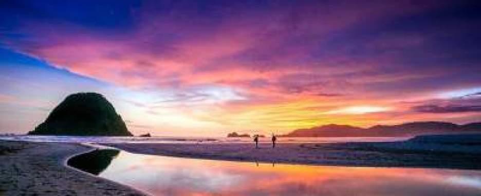 Hasil gambar untuk Pantai Pulau Merah, Banyuwangi