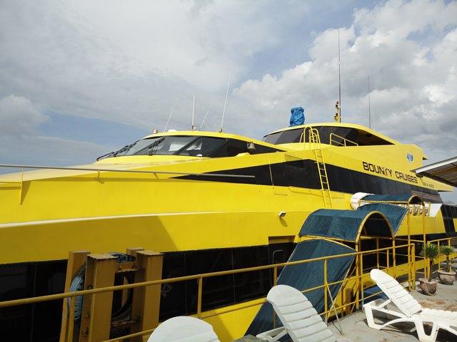 Bounty Cruies salah satu kapal yang nyaman untuk menyeberang ke Nusa Lembongan dari Pelabuhan Benoa.