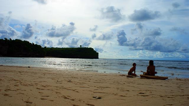 Pastikan kamu buat banyak kenangan di Pantai Balangan.