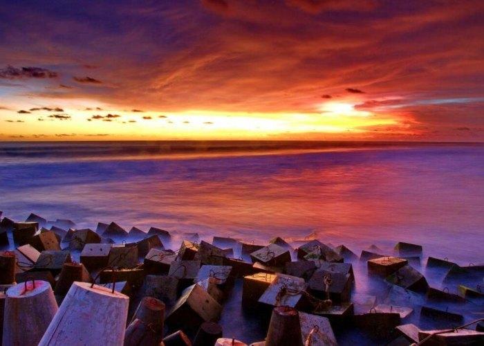 Pantai Glagah Dengan Laguna Indah.