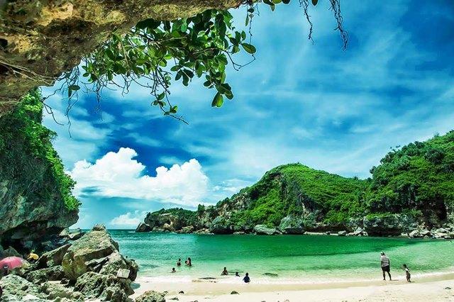 Pantai Ngrenehan di Yogyakarta bisa memukau siapapun.