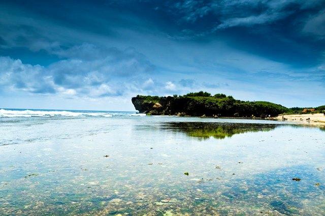 Pantai Sundak di Yogyakarta.