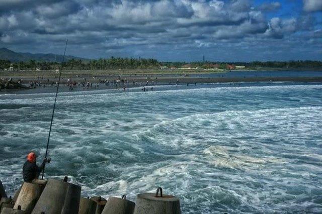 One spot fishing in Glagah Beach