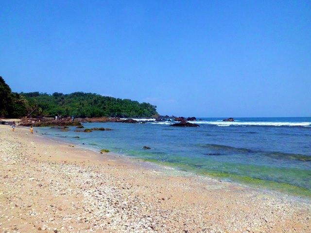 Pantai Wediombo di Yogyakarta.