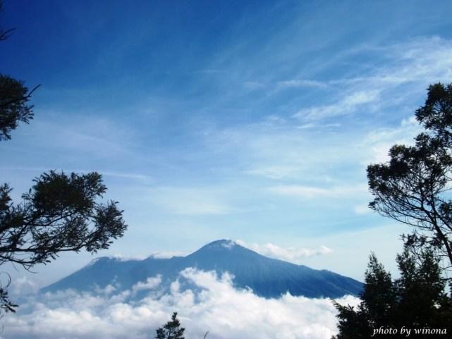Pemandangan menakjubkan dari puncak gunung Panderman