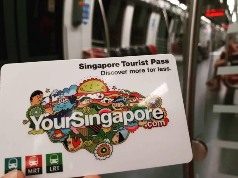 Kalau ikut Open Trip Singapura ini, kamu bisa mencoba naik MRT keliling Singapura!
