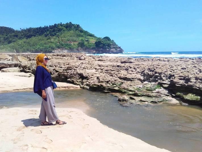 Ini adalah salah satu pantai keren di Tulungagung yang wajib kalian kunjungi by IG @deviafilah
