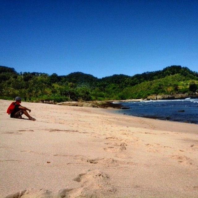 Pantai tersembunyi di Tulungagung yang sepi ini cocok untuk para petualang
