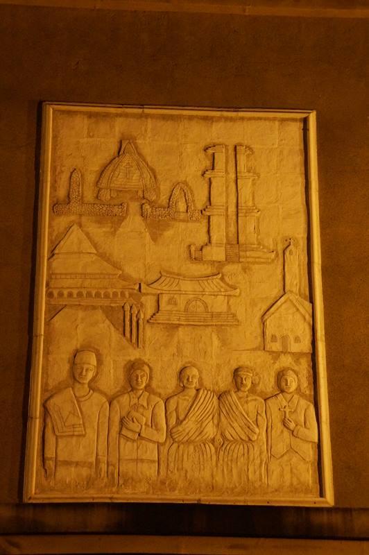 Relief dan ukiran yang ada di tiap sisi monumen (6)