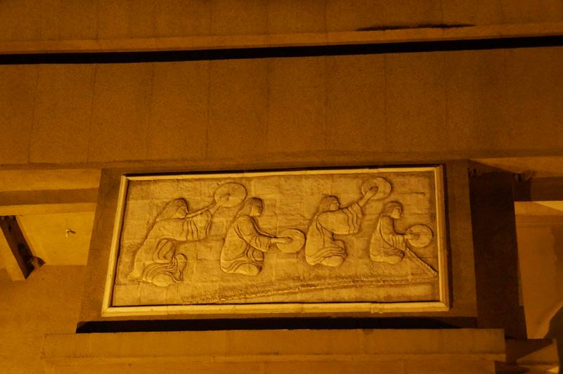 Relief dan ukiran yang ada di tiap sisi monumen (9)