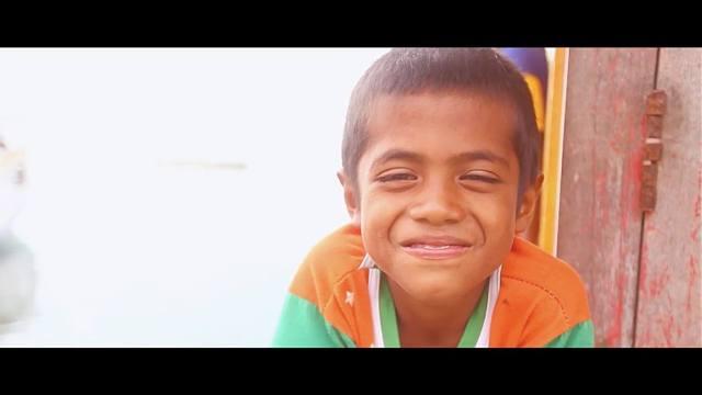 Senyum anak maluku.